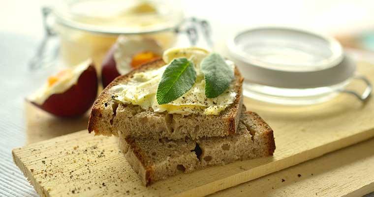[:ro]Vargabeles sau mai pe româneşte Budincă de tăiţei cu brânză[:]