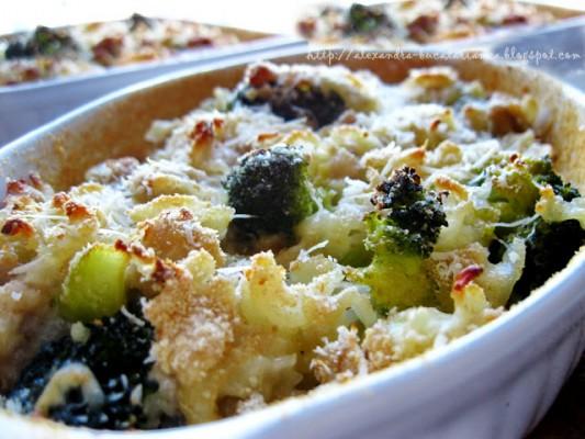 Tăieţei cu pui şi broccoli la caserolă