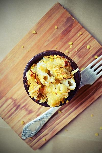 Macaroane cu brânză și crustă din fulgi de porumb – Mac 'n' Cheese