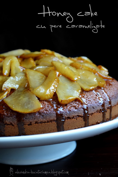 Honey cake cu pere caramelizate