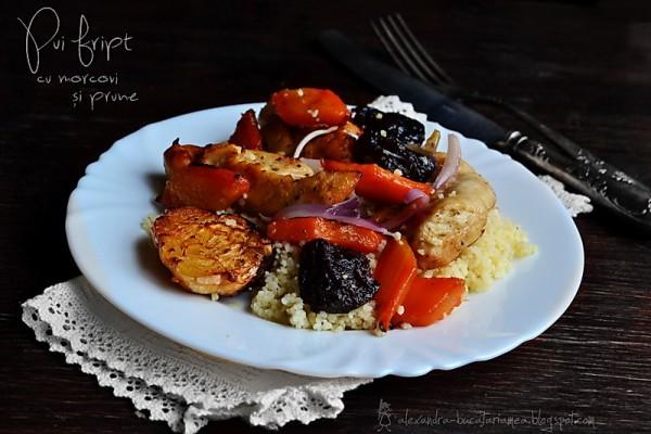 Pui fript – cu prune, morcovi și ceapă roșie