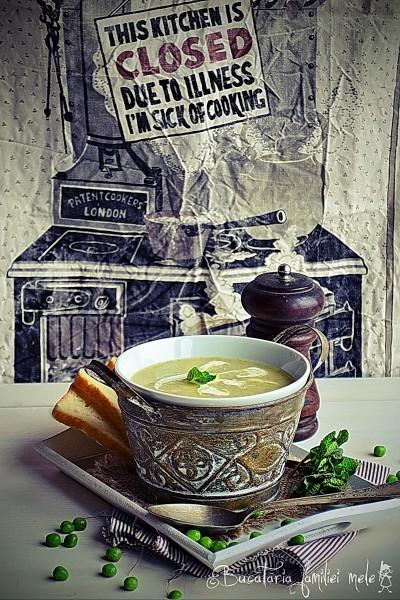 [:ro]Supă cremă de mazăre cu mentă[:]
