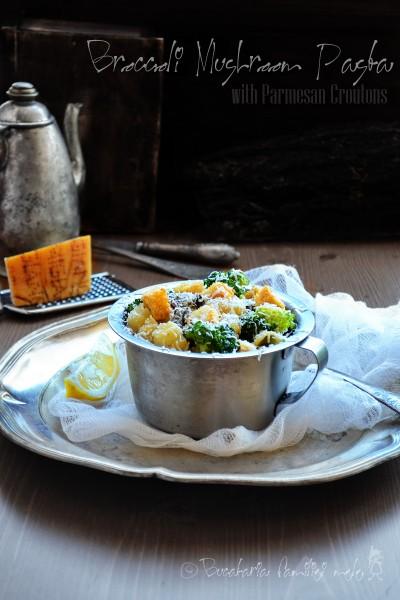Paste cu Broccoli, Ciuperci și crutoane de Parmezan