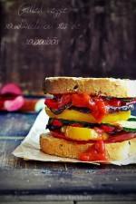 Grilled Veggie Sandwich cu sos de rabarbar