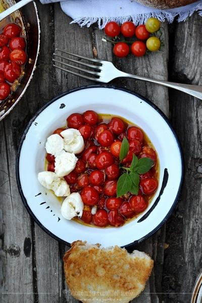 Rosii coapte cu mozzarella – Salata caprese