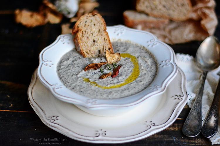 supa crema de ciuperci - hribi