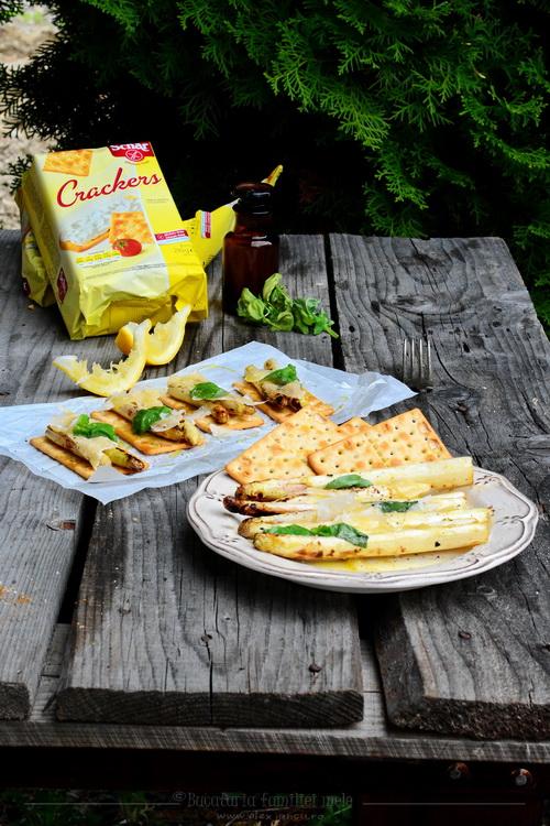 sparanghel cu crackers