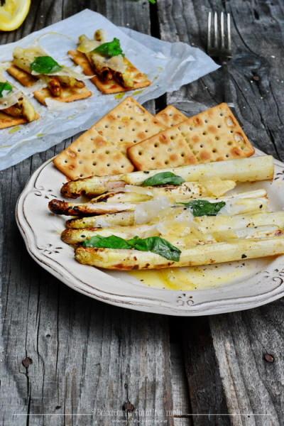sparanghel la gratar cu crackers gluten free