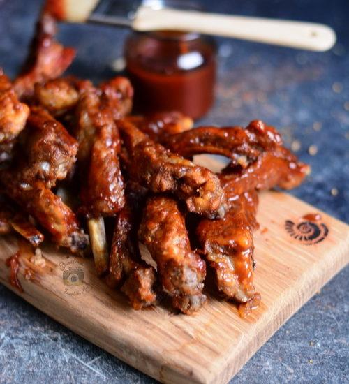 Coaste de porc glazurate cu sos barbeque