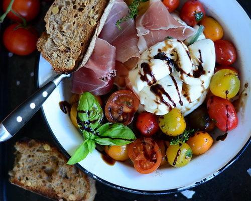 Salata dvs. preferata… cu rosii si burrata si bonus o minune de pizza