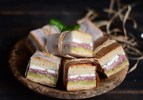 [:ro]Sandwich-uri presate pentru picnic – Pressed Italian Picnic Sandwiches[:]