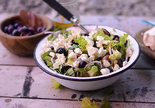 (Română) Salata cu afine, branza feta si seminte de mac