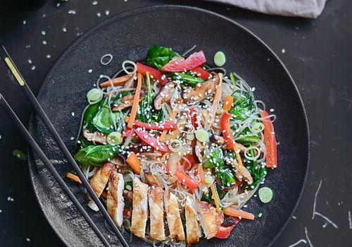 Japchae ( korean glass noodles) – Tăiței de celofan cu legume