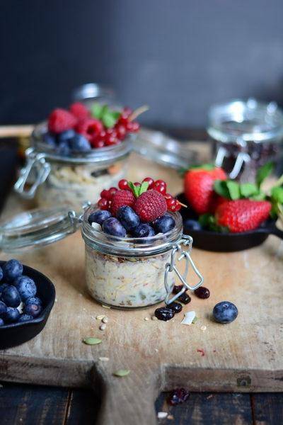 SanoVita si Heinner - mic dejun- Ovaz, nuci si fructe - Alex Juncu Bucataria familiei mele