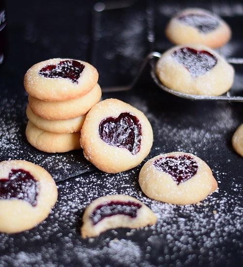 Atelier de gătit pentru copii – biscuiți cu gem de Mărțișor