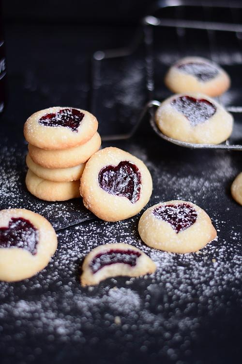 Atelier de gătit pentru copii - biscuiți cu gem de Mărțișor