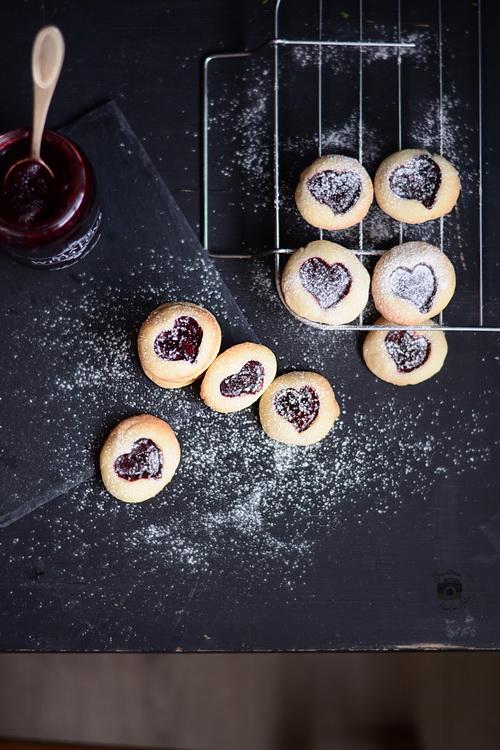 Biscuiți cu gem – Shortbread Jam Thumbprint Cookies- Bucataria familiei mele