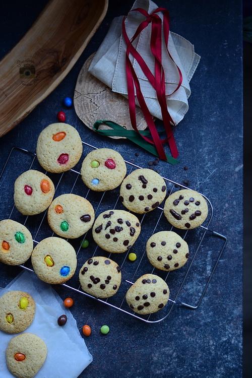 Chocolate Chip Cookies - Biscuiti cu ciocolata si M&M- Bucataria familiei mele- Alex Juncu