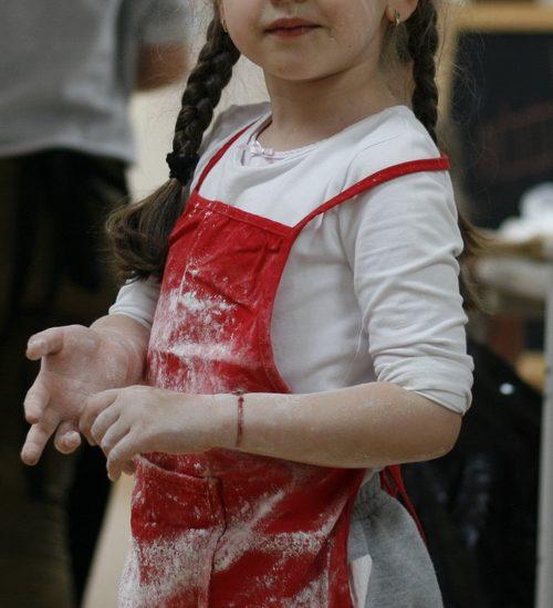 Atelier de gătit pentru copii – Rulouri cu scorțișoara