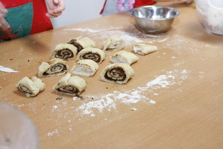 Atelier de gătit pentru copii – rulouri cu scorțișoară