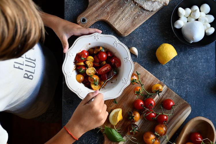 Salata de roșii colorate
