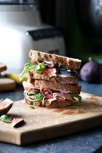 Sandviș cu smochine, gorgonzola si prosciutto- Alex Juncu