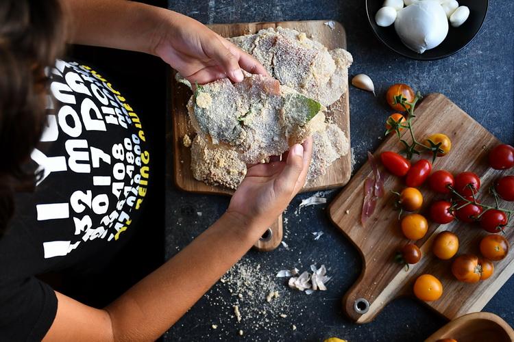 Șnițel din piept de pui cu prosciutto - Bucătăria familiei mele -