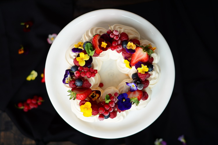 Coroniță pavlova - alex juncu - Bucătăria familiei mele
