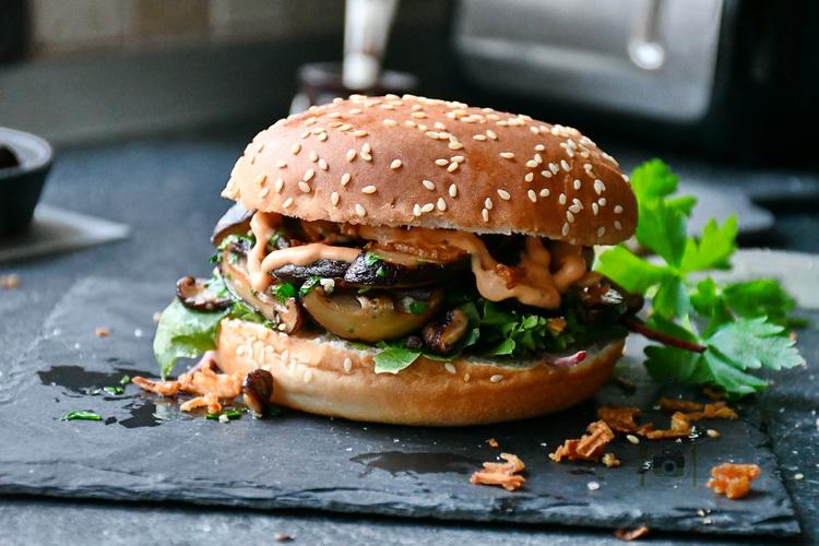 Shiitake Burger- Alex Juncu - Bucătăria Familiei Mele