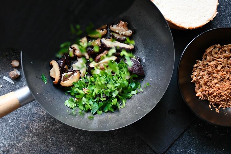 Shiitake la tigaie - alexjuncu - Bucătăria familiei mele