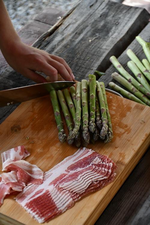 sparanghel învelit în bacon - alex juncu. bucătăria familiei mele