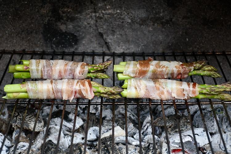 sparanghel cu bacon grill - bucătăria familiei mele