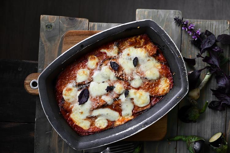 Vinete alla parmigiana - Bucătăria familiei mele - alexjuncu.ro